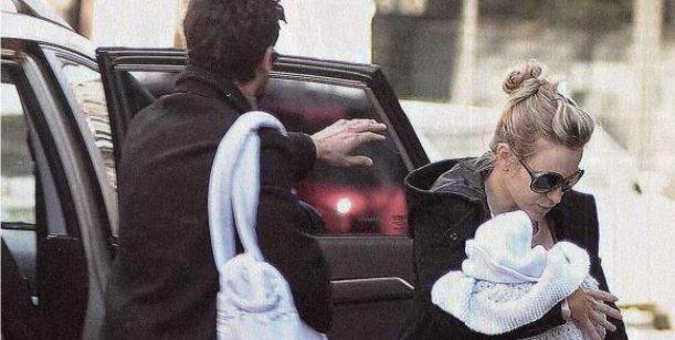 El susto de Brenda Gandini: su hijo quedó atrapado en el auto