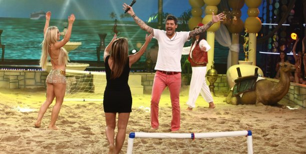 Tinelli inauguró el baile árabe en la arena: Magui arrancó; hubo picadito y lesiones