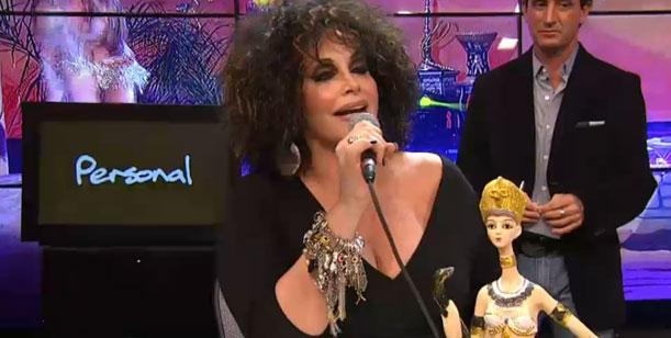 Rial criticó los raros peinados nuevos del jurado y a Flor Peña, que le contestó