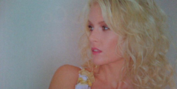 Alexandra Larsson, la sueca de Tinelli: a prueba de balas