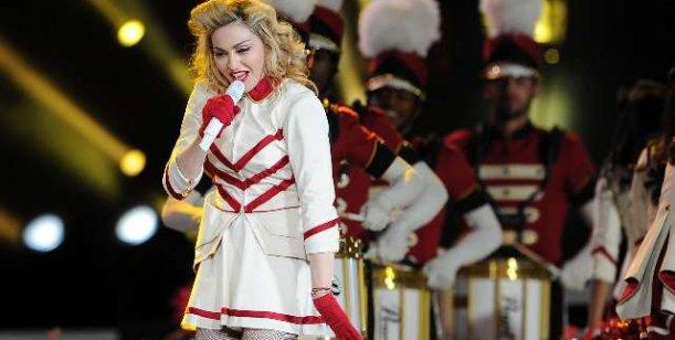 Roban lencería durante una producción de fotos de Madonna