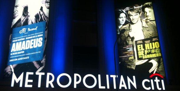 El teatro Metropolitan reabrió sus puertas con figuras y el estreno de Amadeus