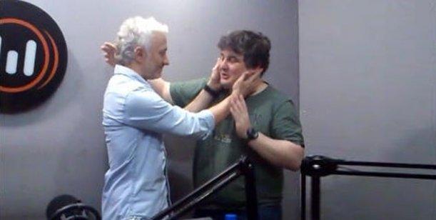 Andy y Schultz se pelearon al aire y luego se reconciliaron con un beso en la boca
