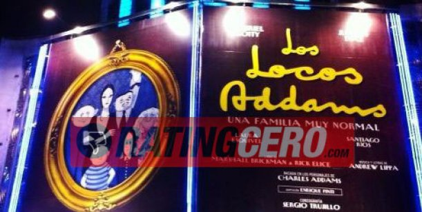 Los Locos Addams ya tiene su marquesina en el teatro de la calle Corrientes