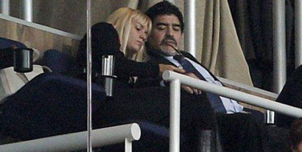 El escandaloso vuelo de Maradona: amenazó a su novia Rocío con demandarla