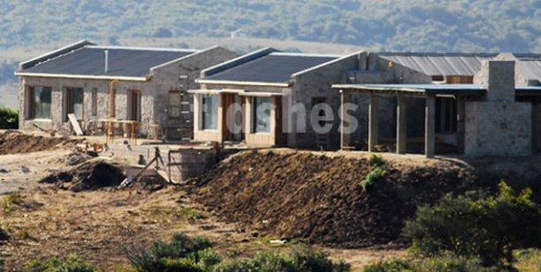 Mientras sufre por el rating, Susana tiene casi lista su mega mansión en Punta