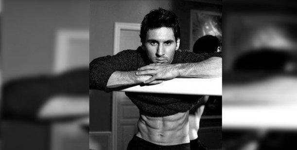 Messi caliente al estilo Ronaldo: se cubre con una sábana que parece un pañal