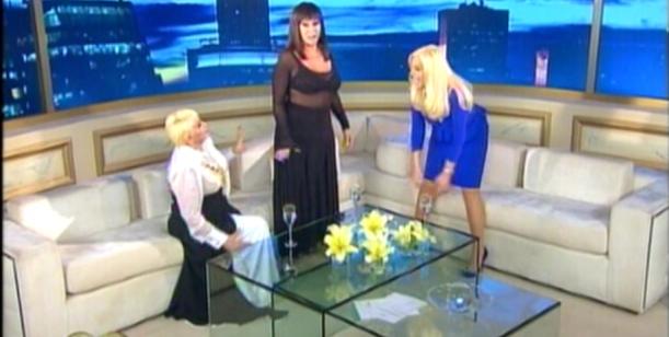 Con Carmen de testigo, Moria le enseñó a Susana a hacer pis de parada