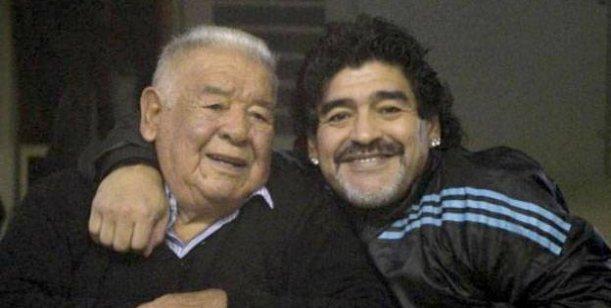 Diego Maradona agredió a golpes y patadas a un fotógrafo de la revista Gente