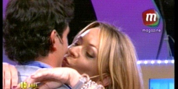 Para Doman que lo mira por TV: el beso de Sebastián Estevanez y Von Brocke