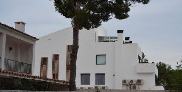 La hect rea de lionel messi ampl a su casa construye una - Casa de messi en castelldefels ...