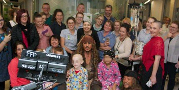Johnny depp sorprendi a los nenes de un hospital como for Ratingcero espectaculos